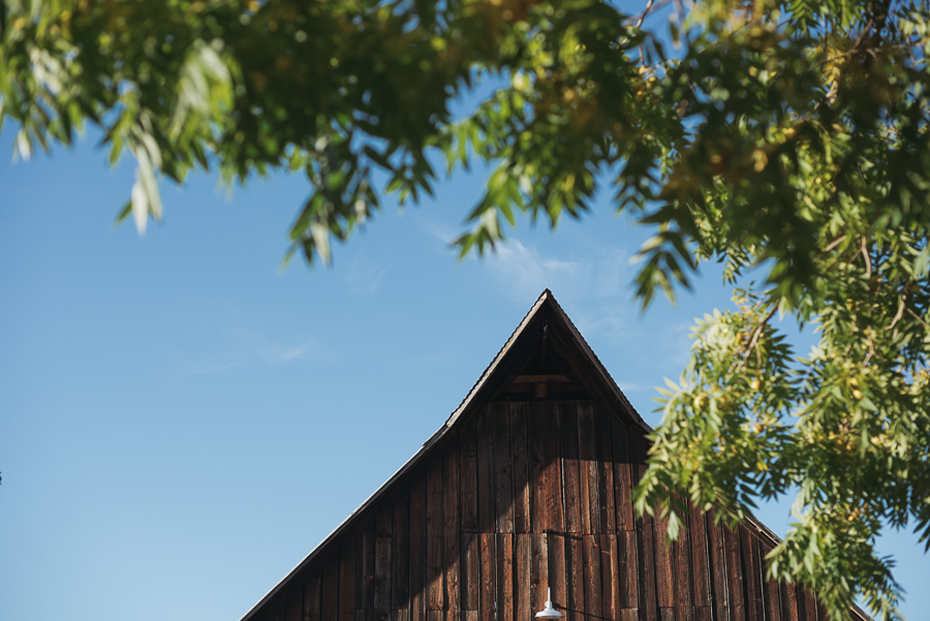031 tin roof barn columbia gorge wedding