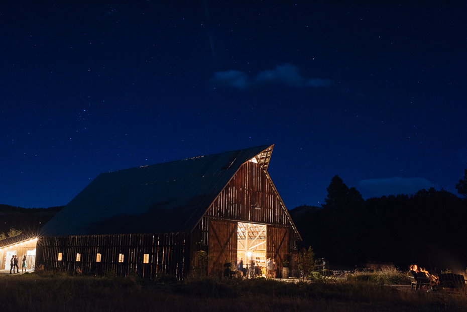 055 tin roof barn columbia gorge wedding