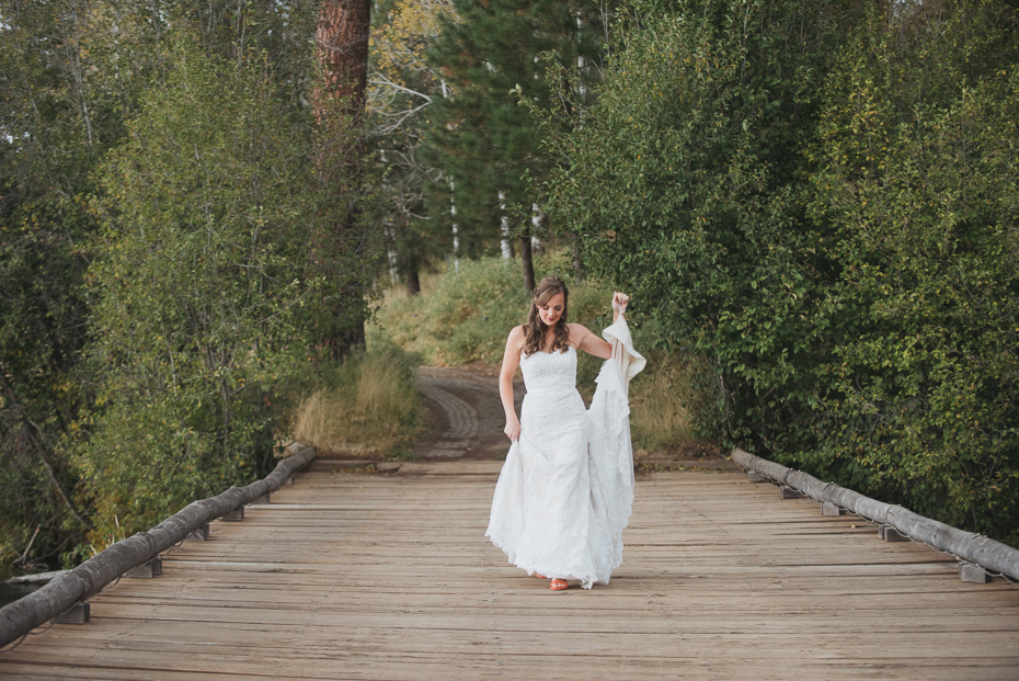 044 house on metolius central oregon wedding