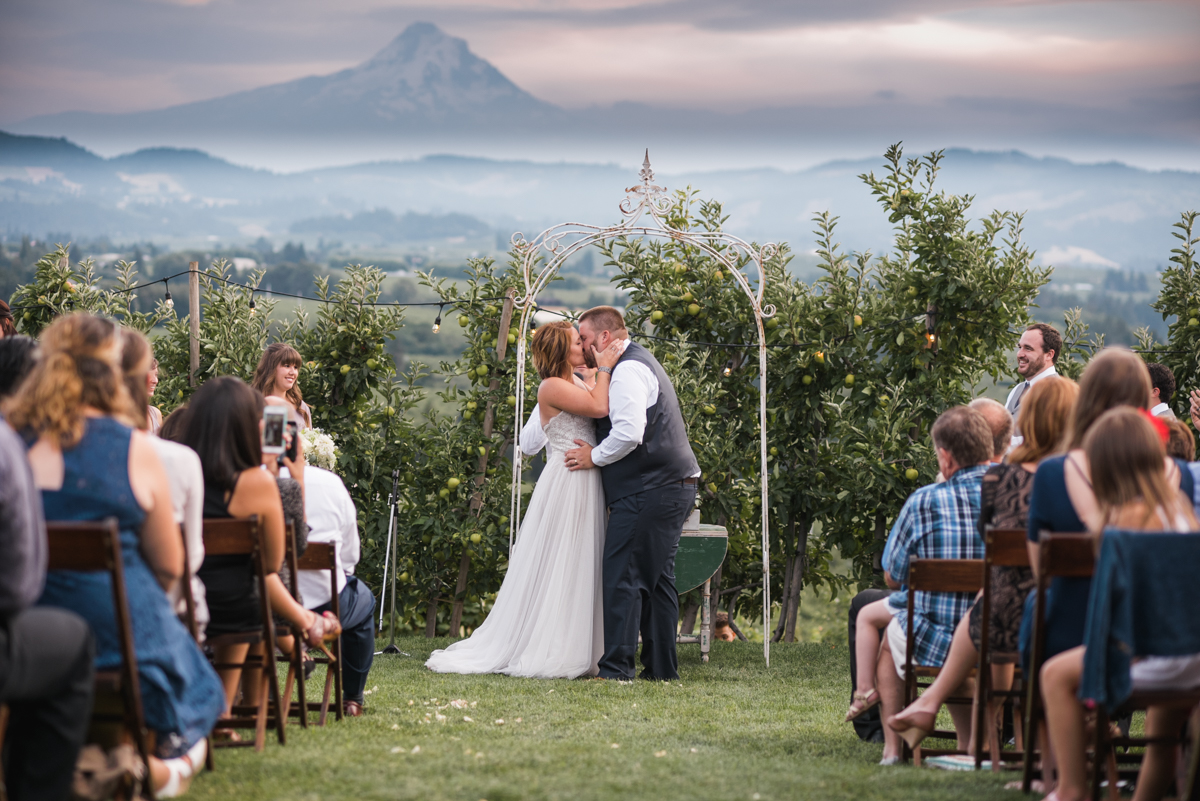 Hood River Wedding Photographer